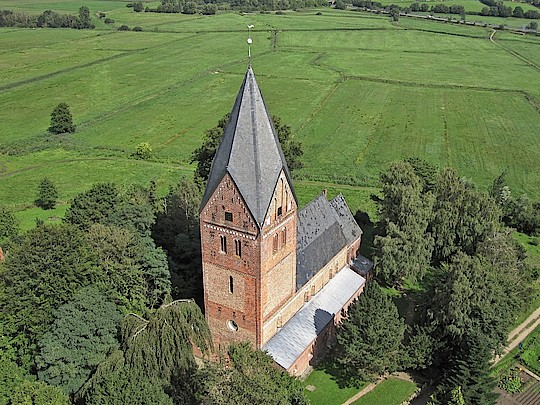 Pilgern in Ostholstein: Basilika Altenkrempe. Foto: Köhnke www.video-kopter.de